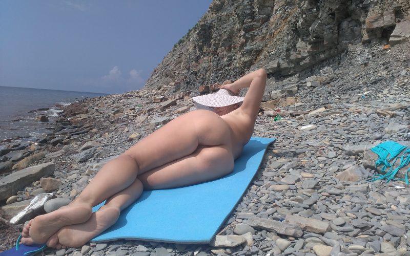 Голые на общем пляже