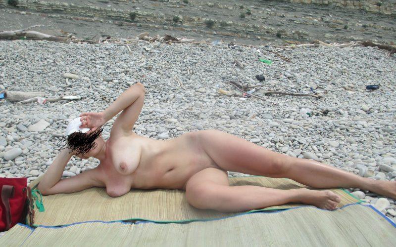 Голые зрелые на пляже